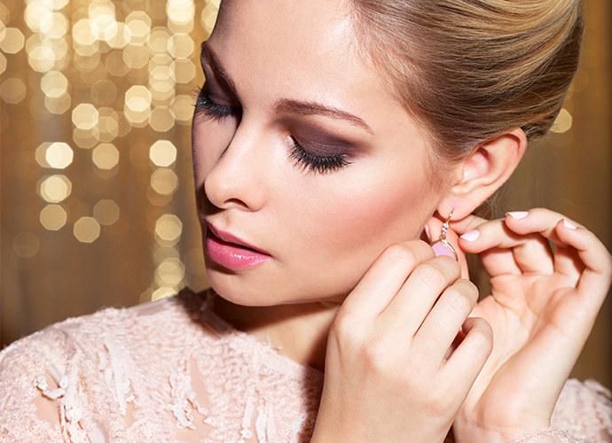 a5fdae777d Wieczorowy makijaż rozświetlający - strobing i chroming - Kobieta w ...