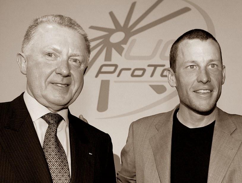 Hein Verbruggen (z lewej), obok Lance Armstrong /AFP