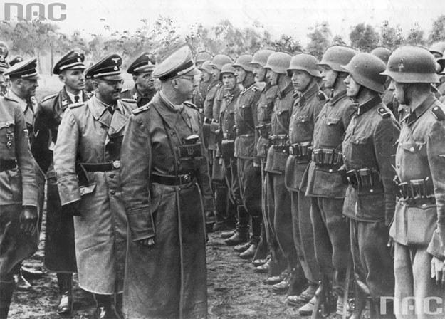 Heinrich Himmler przed oddziałem Dywizji Grenadierów Waffen SS-Galizien /Z archiwum Narodowego Archiwum Cyfrowego