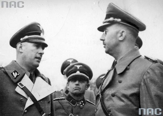 Heinrich Himmler (z prawej) w rozmowie z dowódcą SS i policji dystryktu lubelskiego Otto Globocnikiem /Z archiwum Narodowego Archiwum Cyfrowego