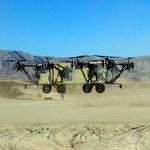Helikoptero-ciężarówka Black Knight lata