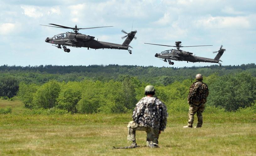 Helikoptery Apache podczas międzynarodowych ćwiczeń Anakonda-16 /Marcin Bielecki /PAP