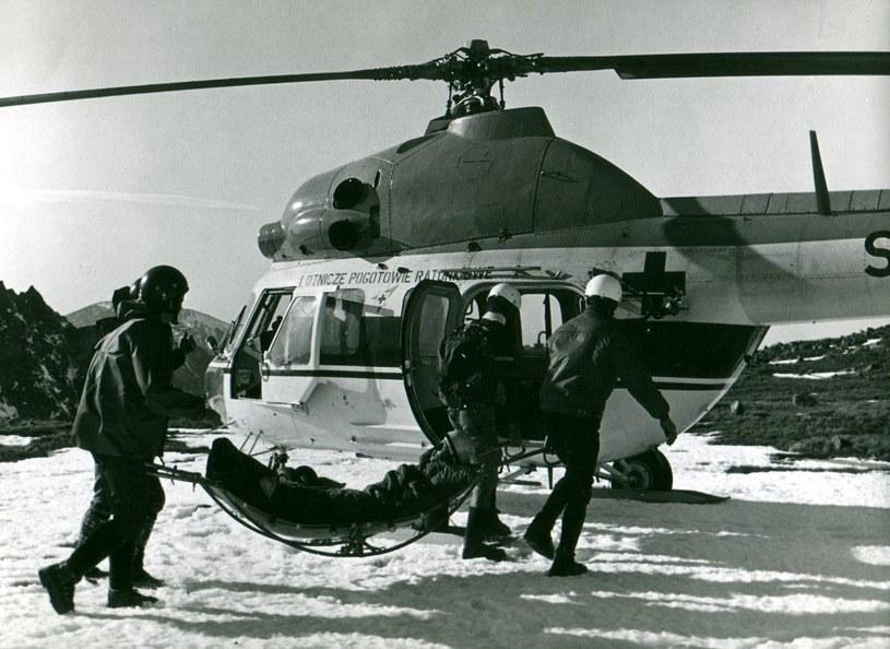 Helikoptery okazały się nieocenionym wsparciem dla powietrznych ratowników /Robert Augustyniak/Archiwum Muzeum Ratownictwa w Krakowie /materiały prasowe