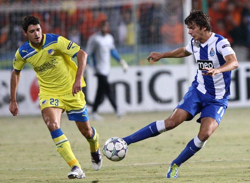 Helio Pinto (z lewej) tu w barwach APOEL-u Nikozja /AFP