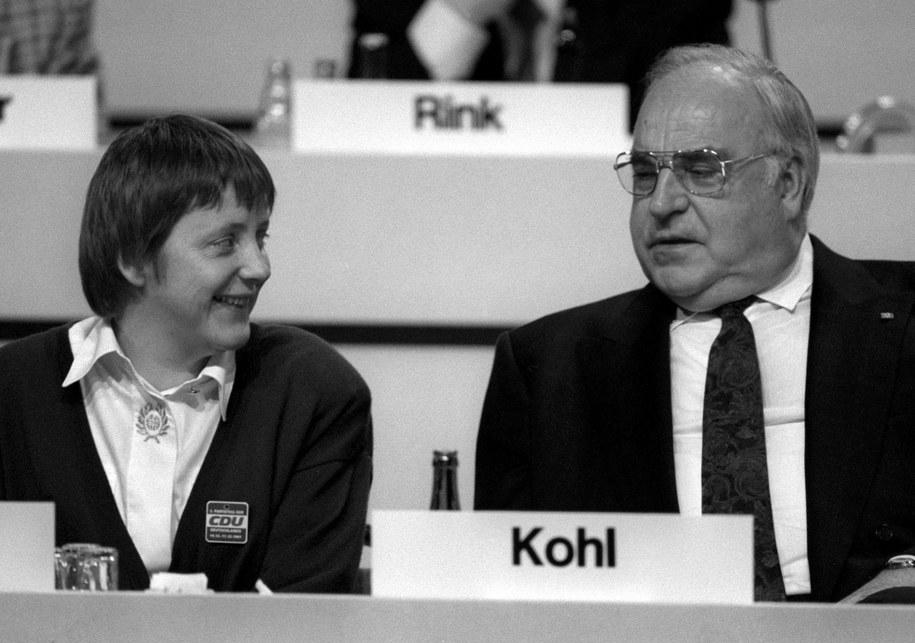 Helmut Kohl i Angela Merkel w 1991 roku /MICHAEL JUNG /PAP/EPA