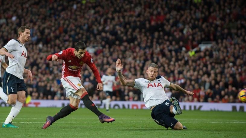 Henrich Mchitarjan strzela gola dla Manchesteru United /PAP/EPA