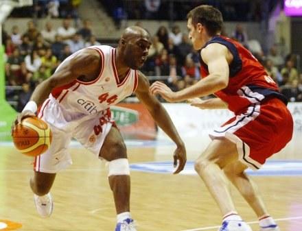 Henry Domercant (z lewej) jest zadowolony z gry w Grecji /AFP