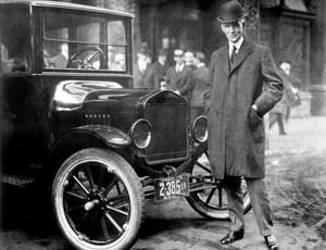 Henry Ford (1863-1947) zrewolucjonizował system produkcji samochodów, wprowadzając ruchomą taśmę produkcyjną. /Ford