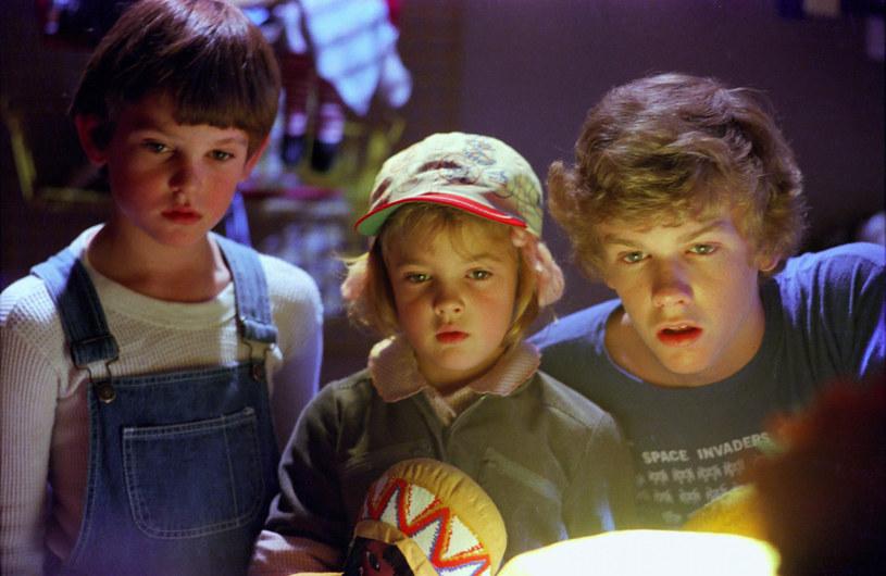 "Henry Thomas, Drew Barrymore i Robert Macnaughton w filmie ""E.T."" (1982) /Sunset Boulevard/Corbis /Getty Images"