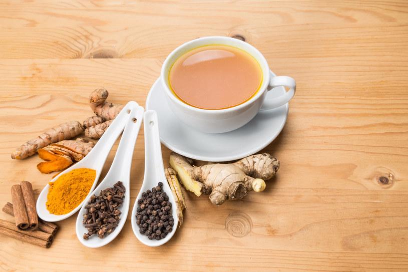 Herbata imbirowa to idealny wybór na chłodne dni /123RF/PICSEL