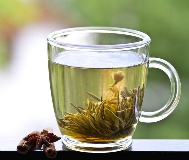 herbata jaśminowa /©123RF/PICSEL