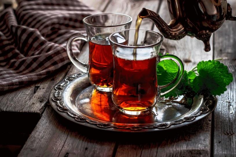 Herbata ma sporo zastosowań /123RF/PICSEL