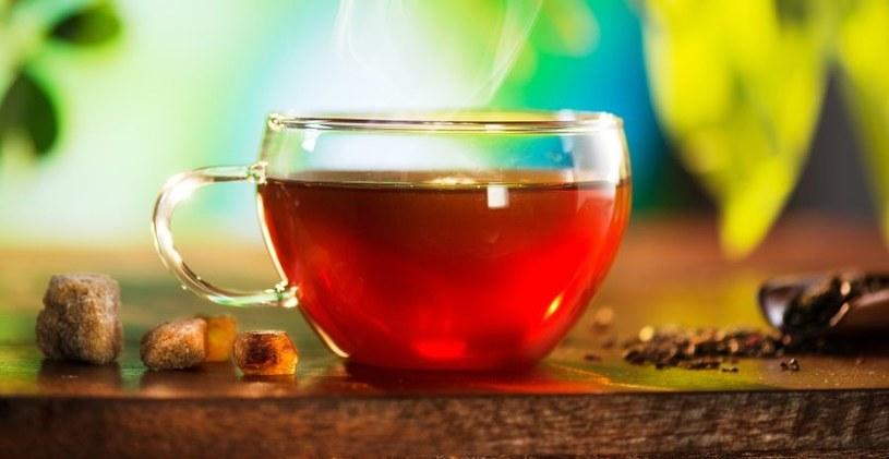 Herbata ma wiele zalet,  ale... /123RF/PICSEL