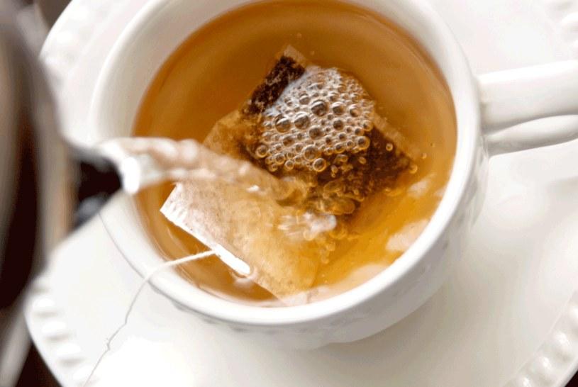Herbata ma wiele zdrowotnych właściwości /123RF/PICSEL