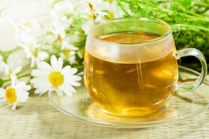 Herbata rumiankowa właściwości /© Photogenica