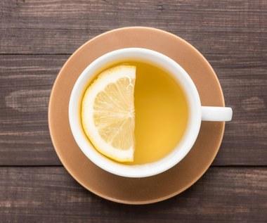 Herbata z cytryną: Czy naprawdę jest szkodliwa?