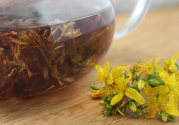 herbata z dziurawca /© Photogenica