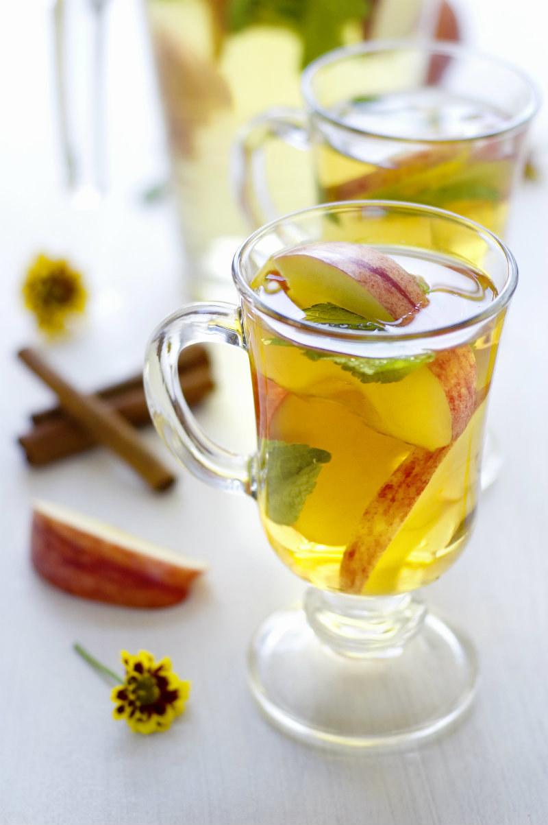 herbata z jabłkami /© Photogenica