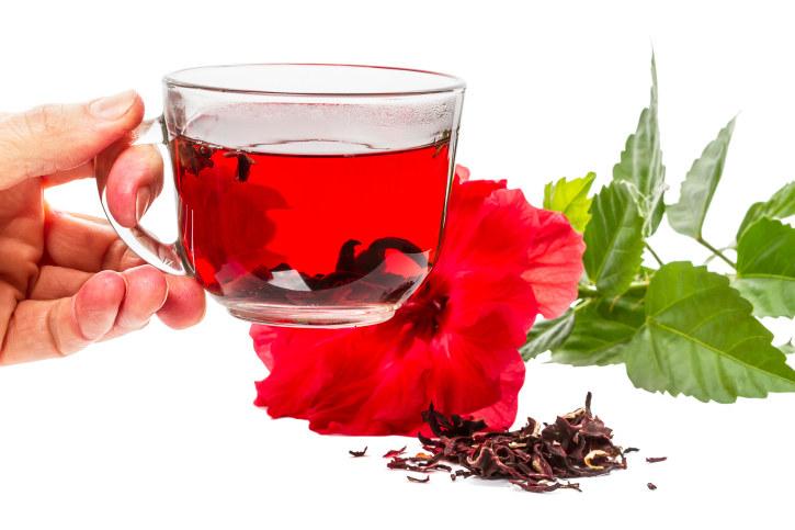 Herbata z kwiatu hibiskusa właściwości /© Photogenica