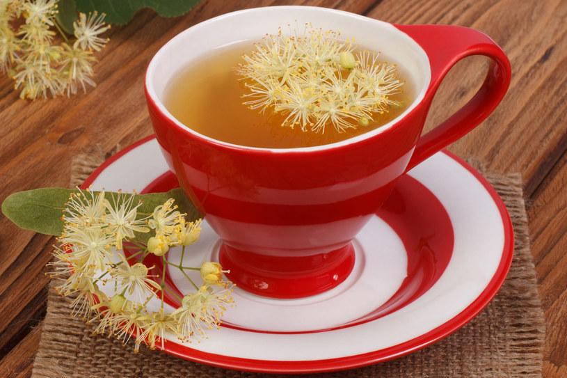 Herbata z lipy zadziała lepiej niż droga tabletka przeciwbólowa! /123RF/PICSEL