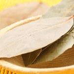 Herbata z liści laurowych: Na co pomoże? Jak działa?