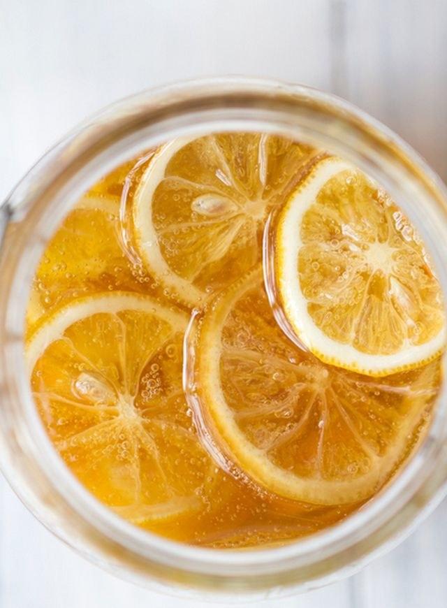 herbata z miodem i cytryną /© Photogenica