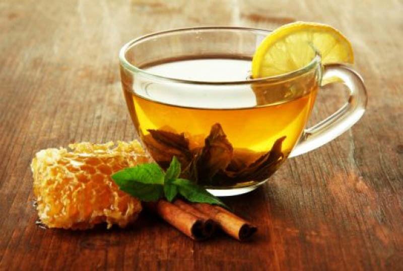 Herbata z miodem na przeziębienie /© Photogenica