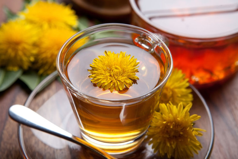 Herbata z mniszka oczyszcza organizm z toksyn /123RF/PICSEL