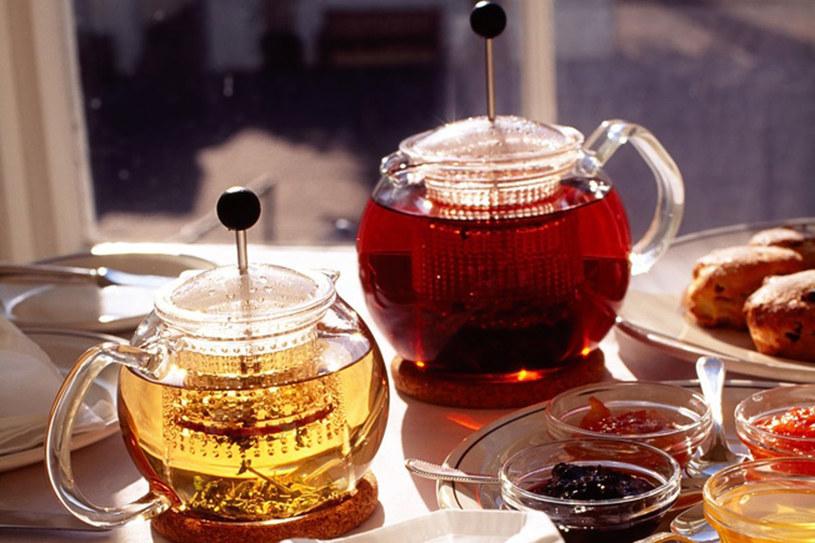 Herbata z odpowiednim dodatkiem herbata może zamienić się w napój prozdrowotny /© Photogenica