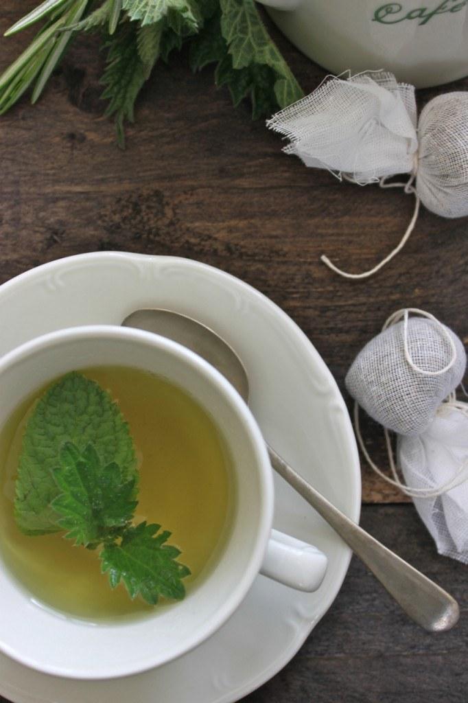 herbata z pokrzywy /© Photogenica