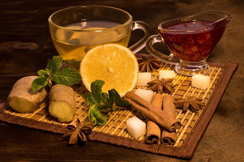 """Herbatka """"wieloskładnikowa"""" fantastycznie smakuje i rozgrzewa /123RF/PICSEL"""