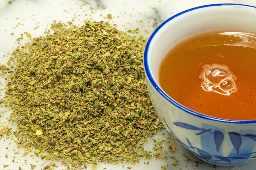 Herbatka z czystka wspomaga układ odpornościowy i usuwa wolne rodniki z organizmu /123RF/PICSEL