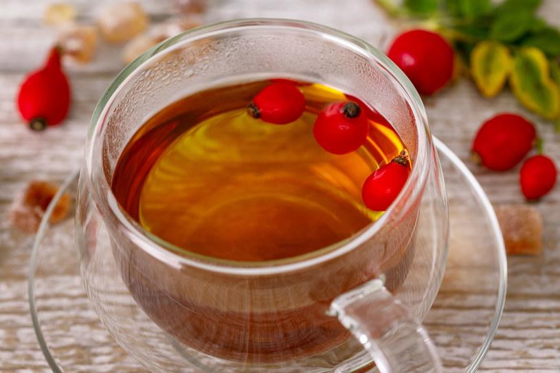 Herbatka z dzikiej róży ma prozdrowotne działanie /123RF/PICSEL