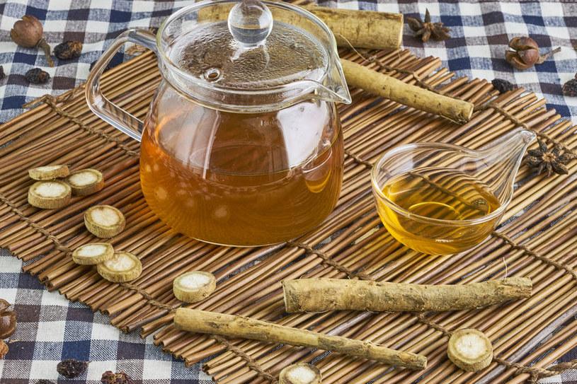 Herbatka z łopianu /©123RF/PICSEL
