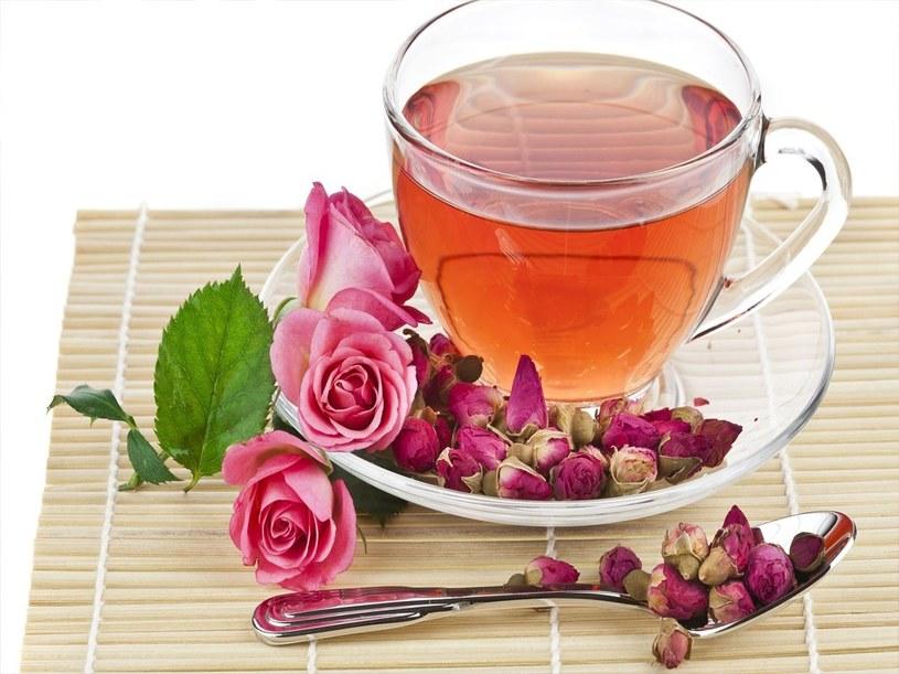 herbatka z róży /© Photogenica