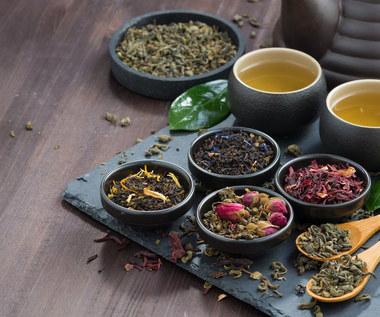 Herbatki leczące problemy trawienne