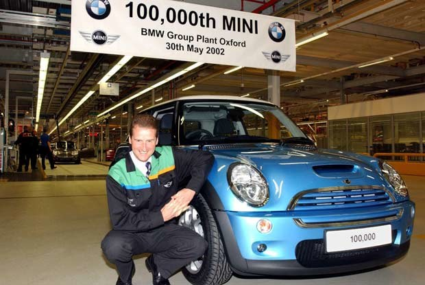 Herbert Diess dyrektor BMW Group Plant Oxford i 100-tysięczny egzemplarz mini / mini /INTERIA.PL