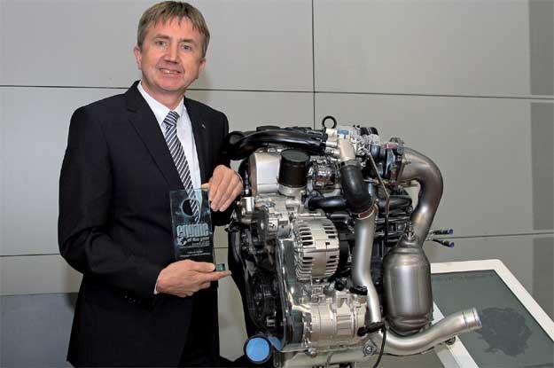 Hermann Middendorf, szef projektu silnika 1.4 TSI z nagrodą International Engine of the Year Award /