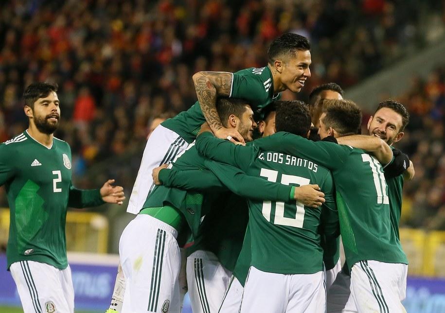Hernandez i trzech innych piłkarzy Meksyku nie zagra z Polską /STEPHANIE LECOCQ  /PAP/EPA