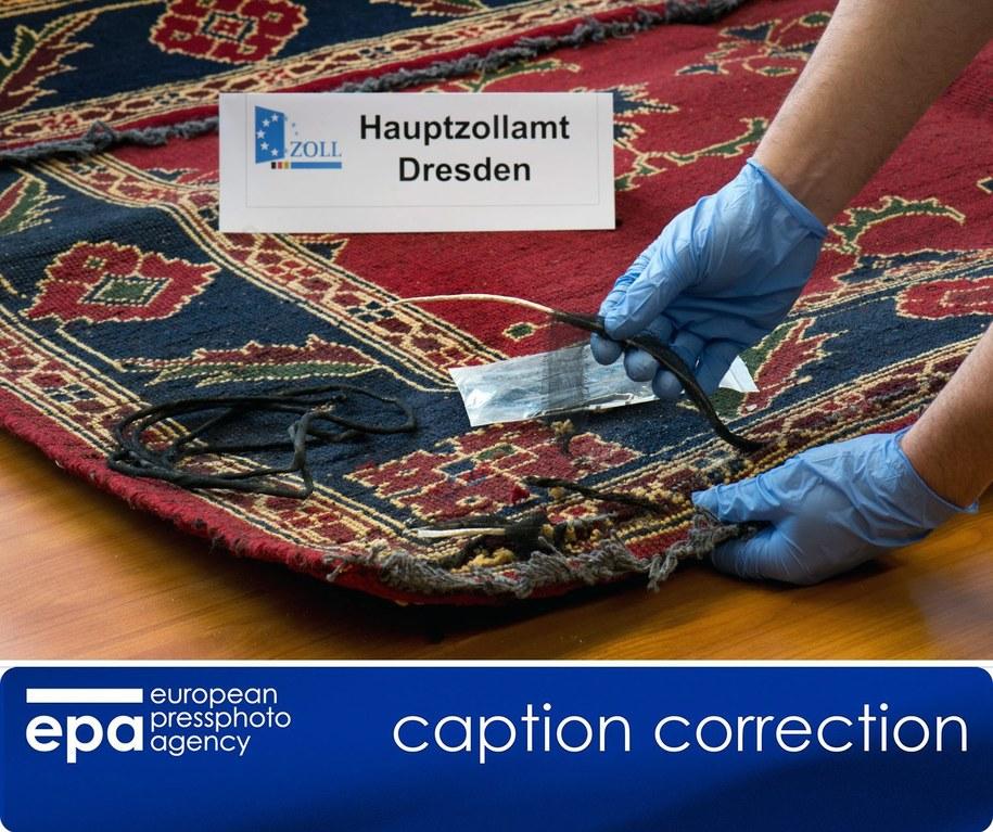 Heroina ukryta w dywanie /ARNO BURGI /PAP/EPA
