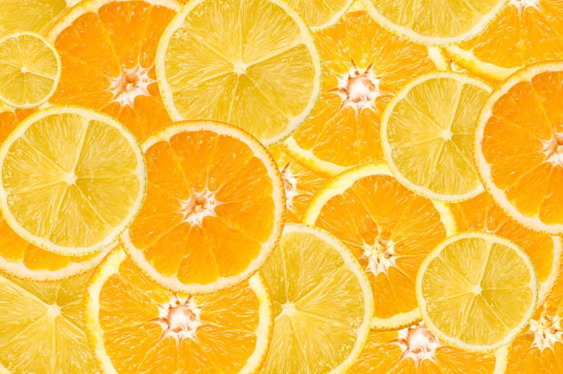 Hesperydyna jest otrzymywana z miąższu, skórki oraz pestek owoców cytrusowych /123RF/PICSEL