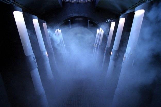 """Hibernacja może być istotna także w dalekich podróżach kosmicznych - tak jak w serii """"Star Trek"""" /materiały prasowe"""