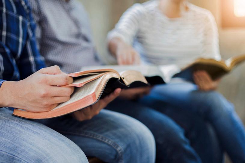 """Hierarchowie zaproponowali też, aby w szkołach średnich tworzyć """"solidarne relacje społeczne z poszanowaniem różnorodności"""" i """"świadomość wspólnej odpowiedzialności i wspólnej przynależności w horyzoncie Królestwa Bożego"""". /123RF/PICSEL"""
