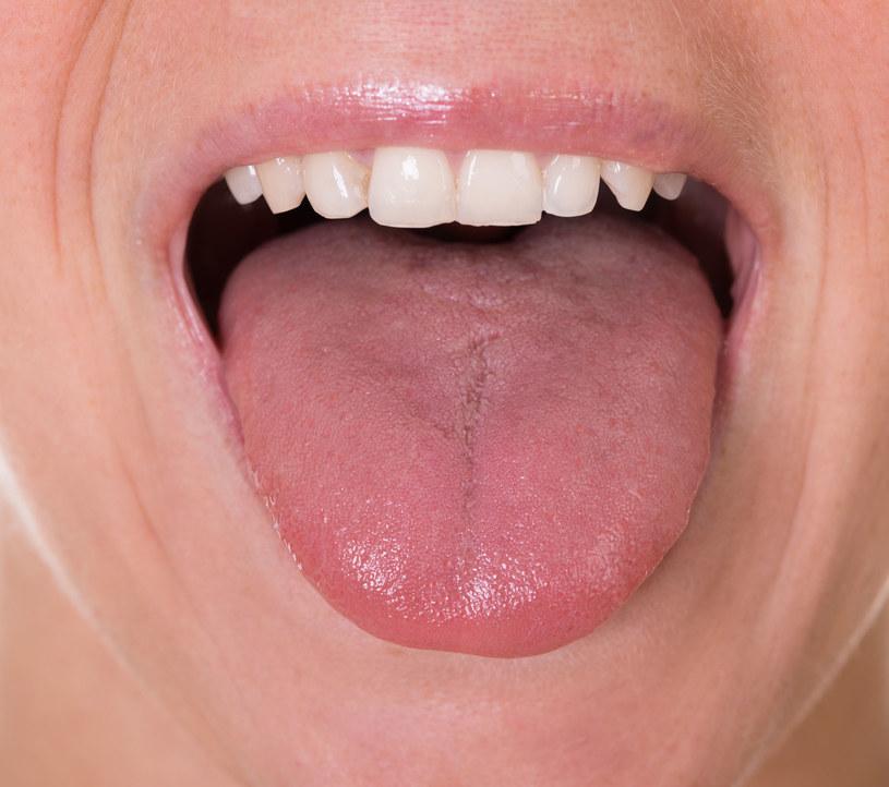 Higiena języka to ważny element dbałości o zdrowie i świeży oddech /123RF/PICSEL