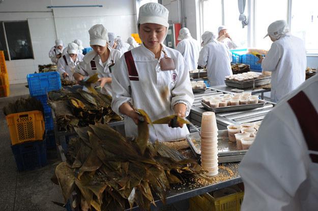 Higiena w chińskich fabrykach żywności pozostawia wiele do życzenia /AFP