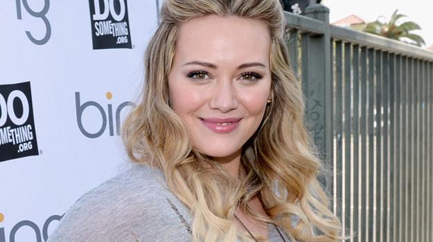 Hilary Duff nie wstydzi się swoich krągłości, jednak w przyszłości będzie uważać na dodatkowe kilogramy! /Michael Buckner  /Getty Images