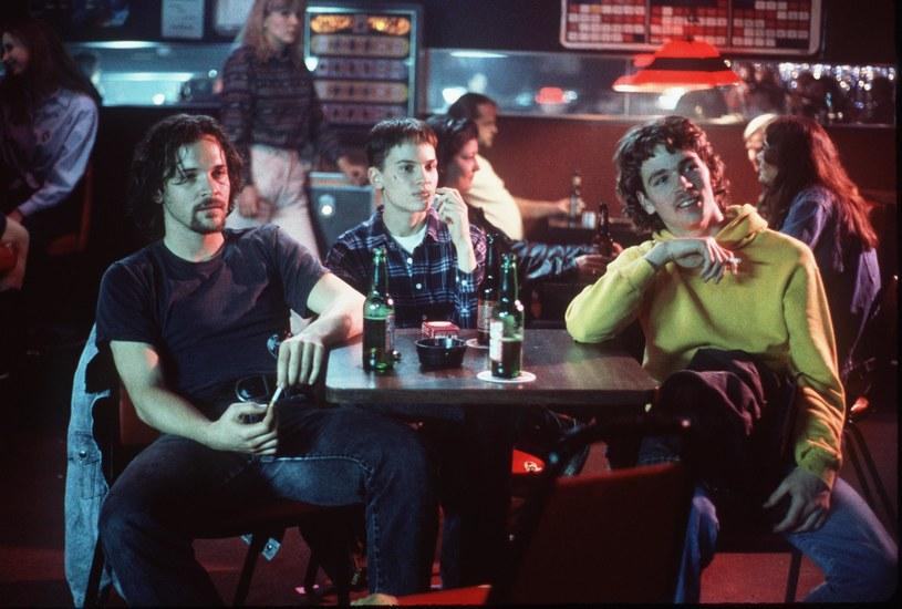 """Hilary Swank (w środku) w scenie z filmu """"Nie czas na łzy"""" /Getty Images"""