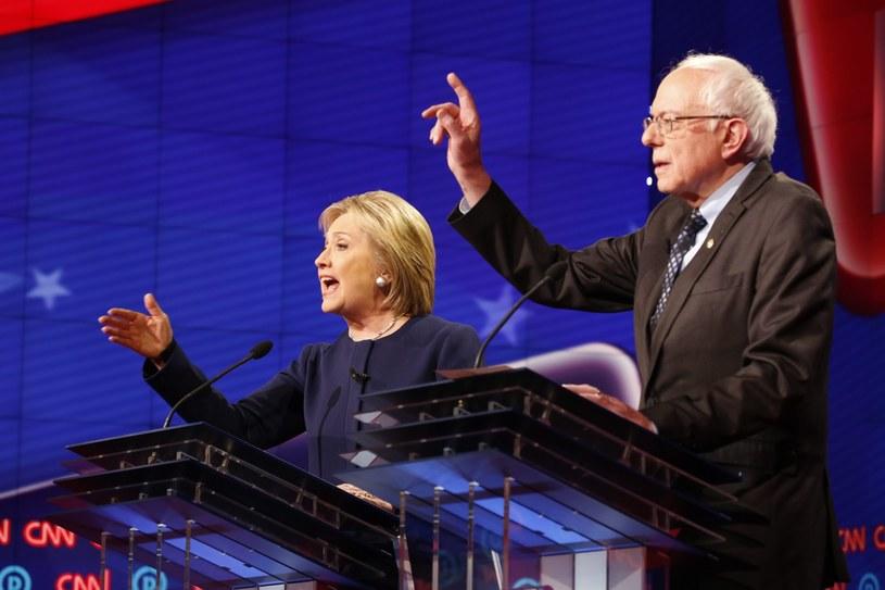 Hillary Clinton i Bernie Sanders /EDWARD M. PIO RODA /PAP/EPA