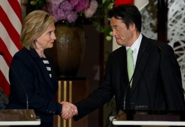 Hillary Clinton i Katsuya Okada /AFP