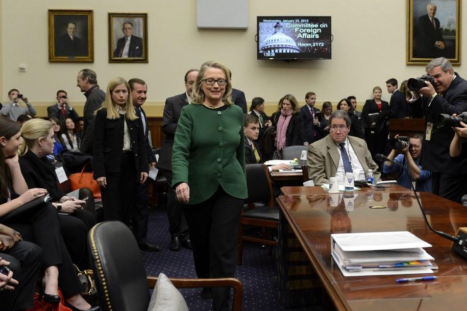 Hillary Clinton przed Komisją Spraw Zagranicznych Senatu /MICHAEL REYNOLDS    /PAP/EPA